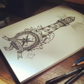 Маяк с компасом и надписью