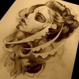 Девушка муэртос с черепом