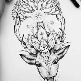 Олень с деревом в рогах и символом Ом