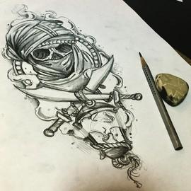 Череп в маске с саблями и фонарём